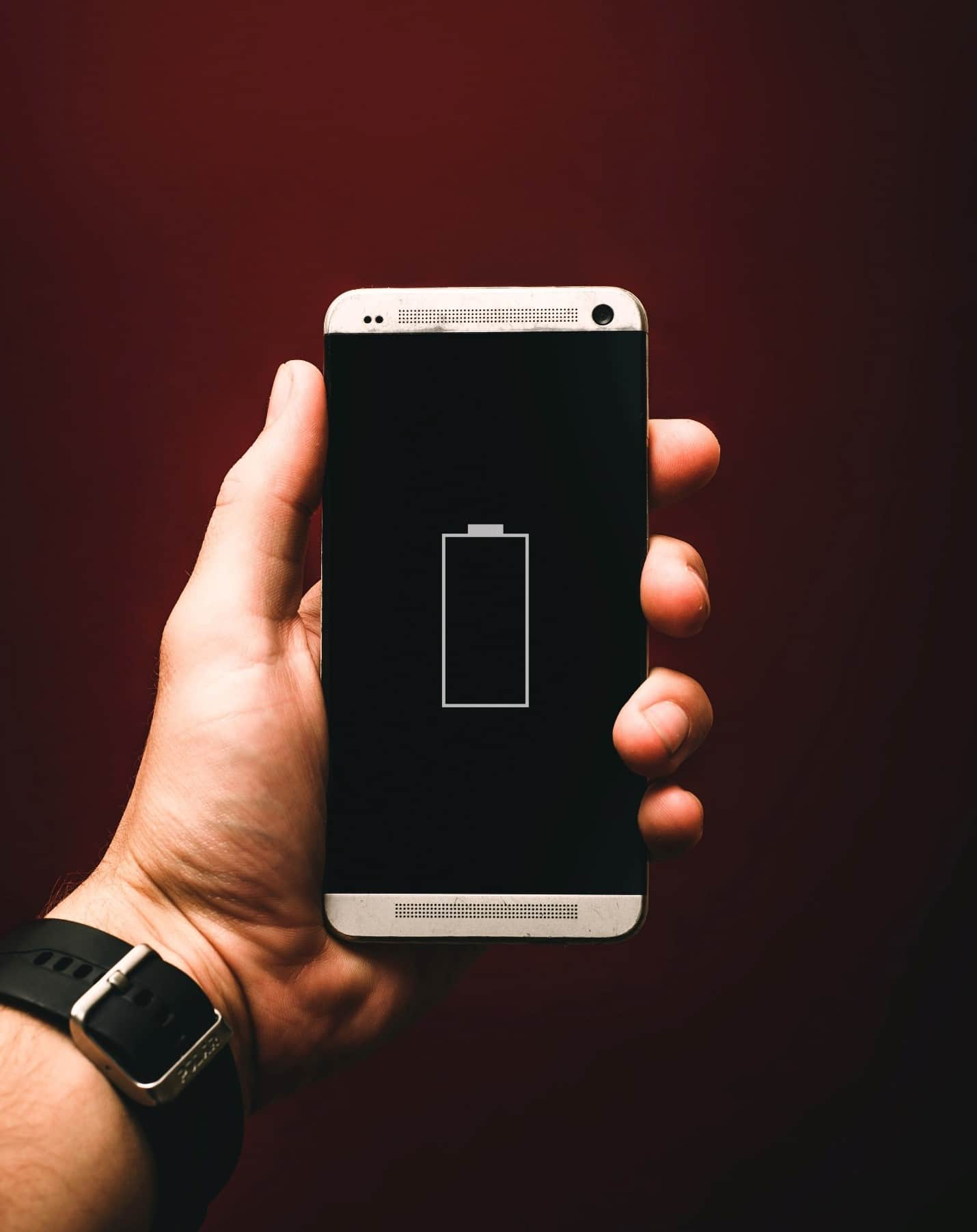 content/fi-fi/images/repository/isc/2020/9910/prolong-your-smartphone-battery-lifespan-1.jpg